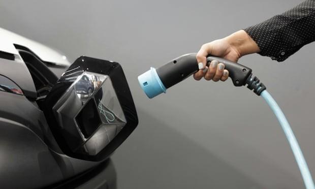 इजरायली कम्पनीले ल्यायो इलेक्ट्रिक गाडीका लागि ५ मिनेटमै फुल चार्ज हुने ब्याट्री