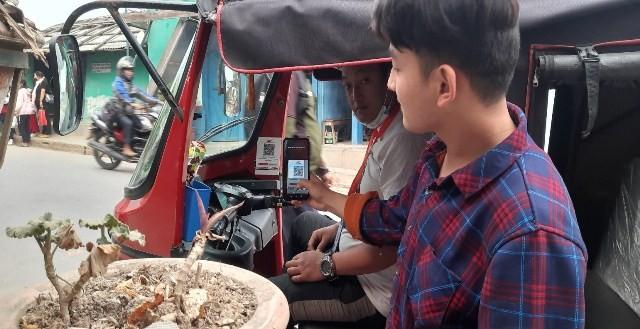 अटो रिक्सामा मुक्तिनाथ विकास बैंकको क्यूआर प्रयोग गर्न सकिने