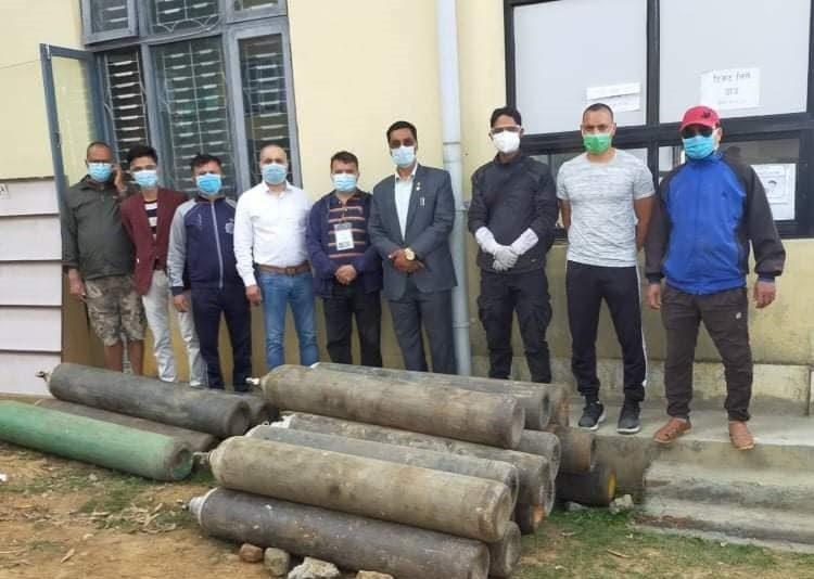 अटो मेकानिक्स व्यवसायी संघद्वारा थप २५ थान सिलिन्डर हस्तान्तरण
